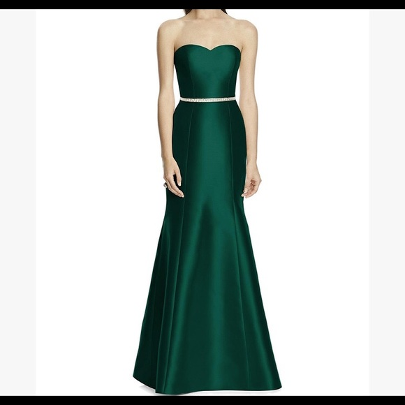 Alfred Sung Dresses   Skirts - Alfred Sung Emerald Hunter Green Bridesmaid  Gown. c9693ca66
